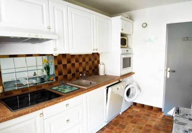 Appartement à Mandelieu-la-Napoule - APPARTEMENT EST - VUE MER PANORAMIQUE - CLIM - WIFI - PARKING PRIVATIF [216la]
