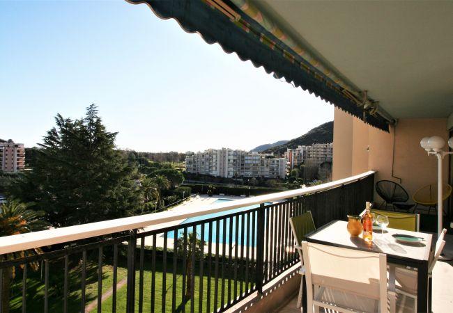 Appartement à Mandelieu-la-Napoule - 2 PIÈCES FAÇADE VUE MARINA - PISCINE - PRK [10la]