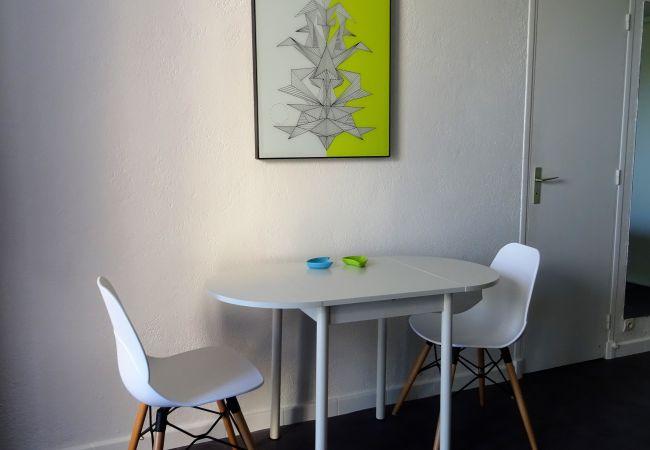 Studio à Mandelieu-la-Napoule - STUDIO VUE MER & PANORAMIQUE MONTAGNE - PISCINE - PARKING - PROCHE MER & COMMERCES [520la]