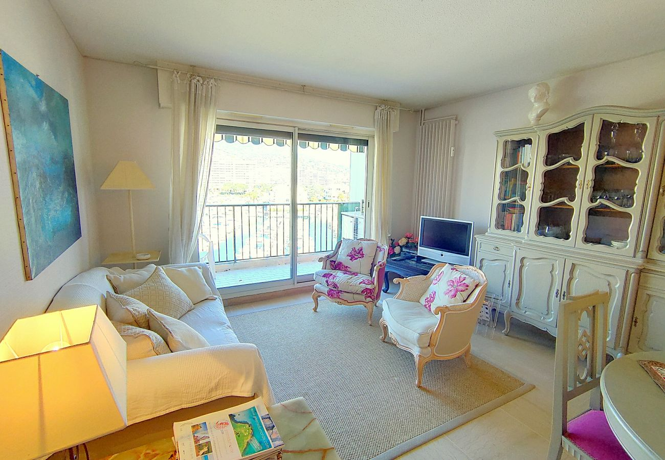 Appartement à Mandelieu-la-Napoule - CANNES MARINA: 2 PIECES FACADE - PARKING - WIFI -[REF-9LS]